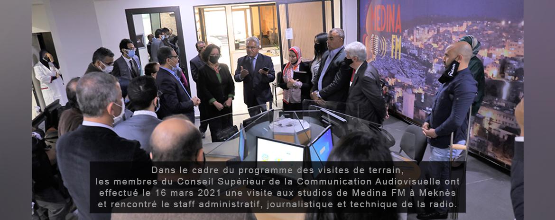 Dans le cadre du programme des visites de terrain,  les membres du CSCA ont effectué le 16 mars 2021 une visite aux studios de Medina FMà Meknès et rencontré le staff administratif, journalistique et technique de la radio.