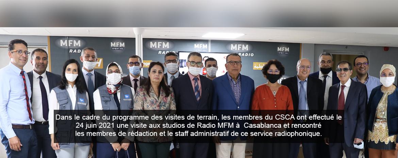 Dans le cadre du programme des visites de terrain, les membres du CSCA ont effectué le 24 juin 2021 une visite aux studios de Radio MFM à  Casablanca et rencontré les membres de rédaction et le staff administratif de ce service radiophonique.