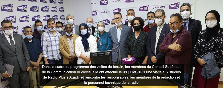 Dans le cadre du programme des visites de terrain, les membres du Conseil Supérieur de la Communication Audiovisuelle ont effectué le 08 juillet 2021 une visite aux studios de Radio Plusà Agadir et rencontré les responsables, les membres de la rédaction