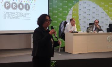 Mme Akharbach souligne les nombreuses ruptures d'égalité marquant le fonctionnement actuel de l'écosystème global des médias et de la communication