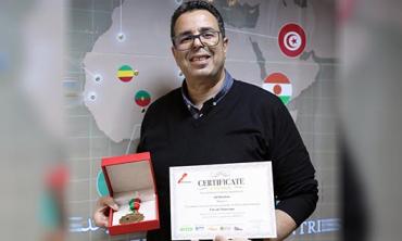 Un cadre de la HACA distingué au Salon International Innovation Week in Africa  M. Adil Bourbate remporte une « Gold Medal » pour son idée de « Chevalet numérique »