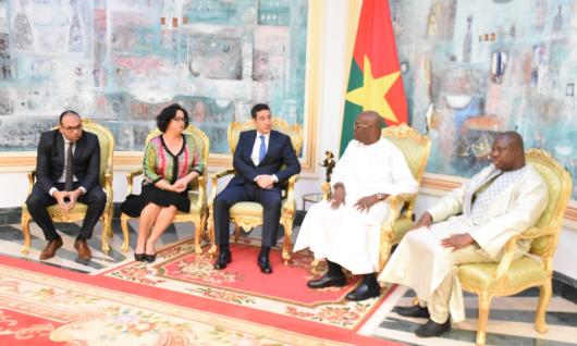 Le Président de la République du Burkina Faso reçoit la présidente de la HACA A l'occasion de l'inauguration du nouveau centre de monitoring des médias mis en place grâce à un partenariat entre la HACA et le CSC du Burkina Faso