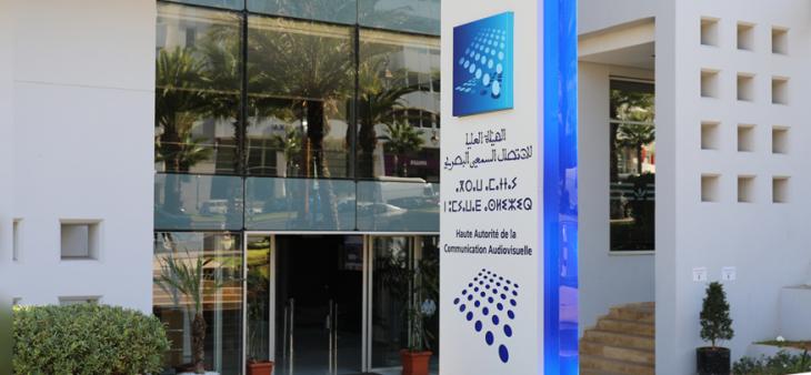 Le Conseil Supérieur de la Communication Audiovisuelle appelle à l'amélioration de l'accessibilité des programmes télévisuels aux personnes sourdes et malentendantes
