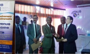 Participación de la HACA en el décimo aniversario de la Unión Africana de Radiodifusión  (UAR)  El presidente senegalés Macky Sall felicita a la delegación marroquí durante la recepción oficial celebrada en el Palacio Presidencial de Dakar